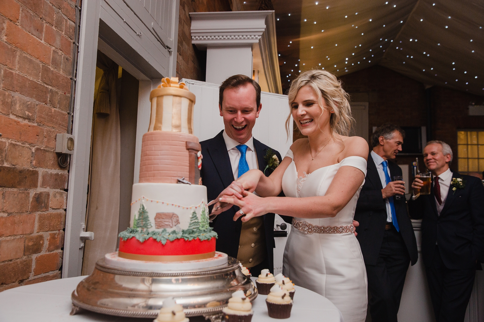 cake cutting winter wedding at norwood park