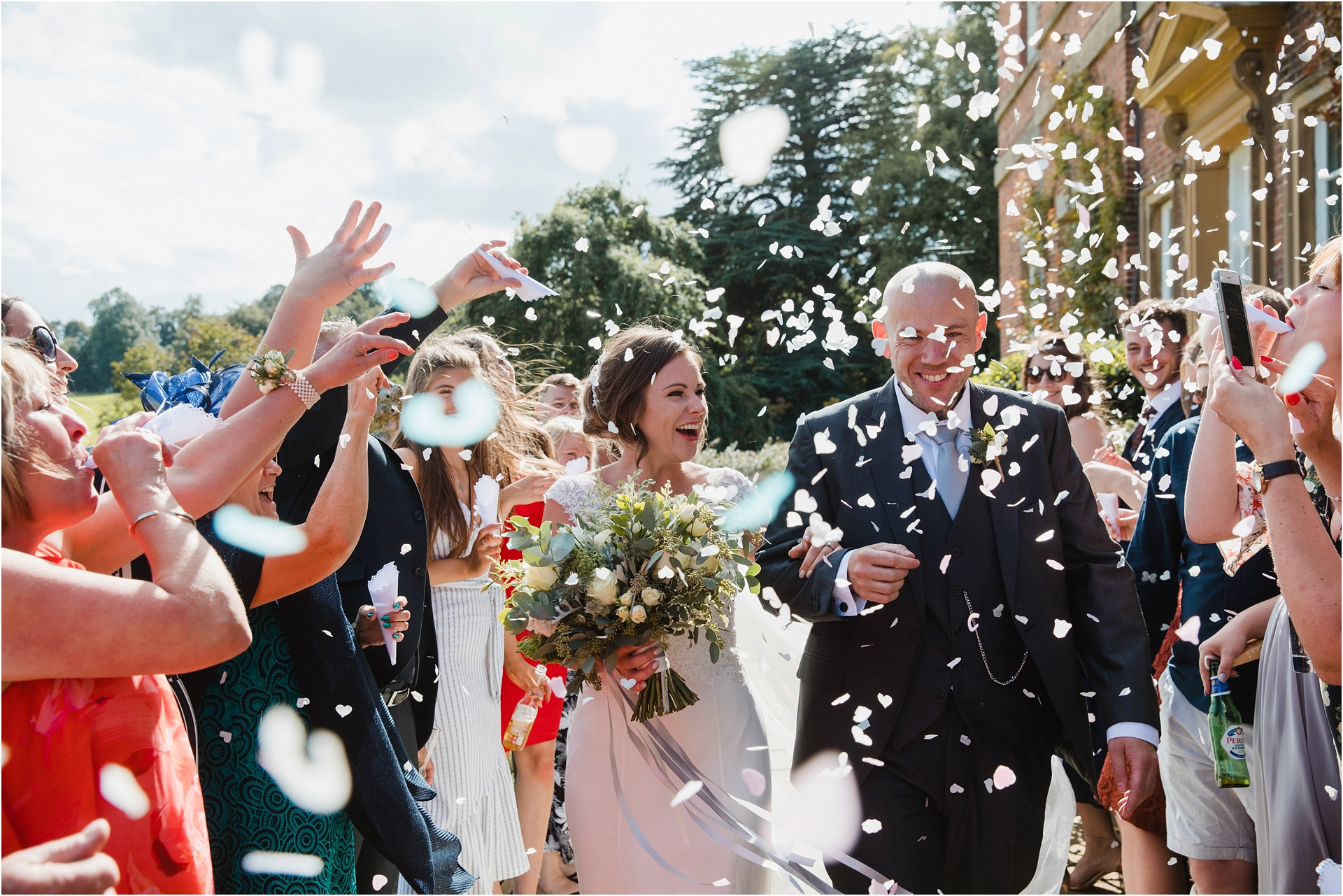 wedding confetti photography